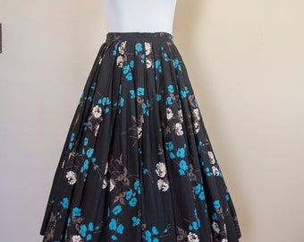 50s Cotton Black White and Blue Floral Print Pleated Skirt Size Small