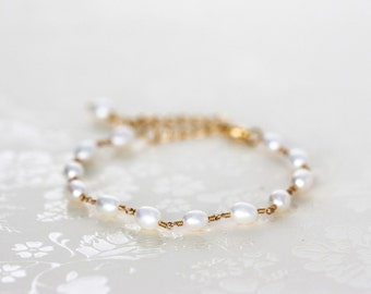 617 Gold pearl bracelet, Dainty bracelet, Bracelet pearls, Everyday jewelry Pearl bracelet Chain bracelet Bracelet with pearls Thin bracelet