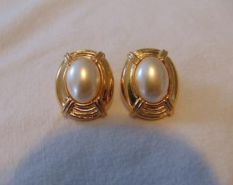 vintage kjl signed pearl gold plated pierced earrings bridal wedding dressy
