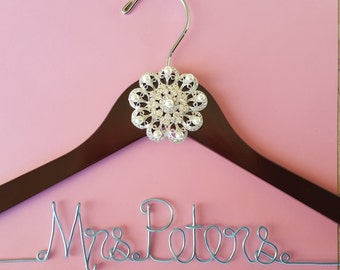 Wedding Hanger with Pearl and Crystal Jewel, Bridal Hanger with brooch and date, Custom Bridal Hanger, Name Hanger, Personalized Bridal Gift
