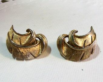 Trifari Gold Feather Clip on Earrings ~ Vintage Signed Designer Earrings ~ Crown Trifari Brushed Gold Tone Earrings