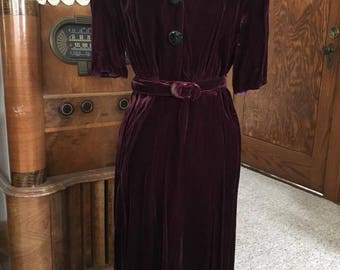 Vintage late 1930s / earlky 1940s silk velvet party dress in burgundy - size L/XL - AS IS