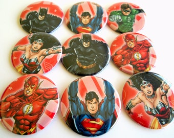 10 Upcycled Super Hero Knöpfe - Superhelden Party Favors - Superhelden-Geburtstags-Party - Super-Hero Gast gefallen - Super Heros Party Buttons