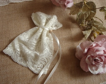 10 Vintage Favor Bags, Ivory Lace Favor Bags, Baptism lace bags