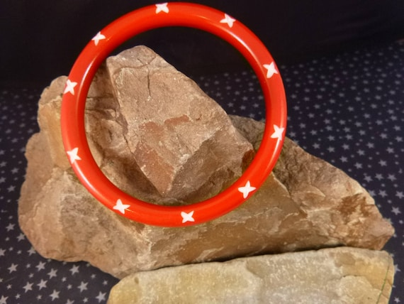White Stars on Bright Red Narrow Cutback Lucite Bangle | Vintage 1980s Star Large Bangle Bracelet