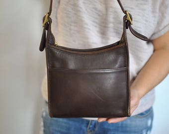 Vintage COACH MESSENGER BAG , leather bag .............(562)