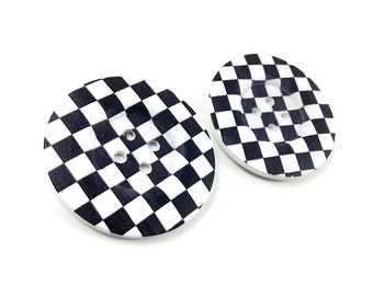 2 Gros boutons de bois de 5cm à motif d'échiquier noir et blanc