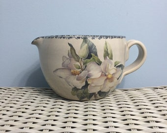 Home & Garden Party USA MAGNOLIA 1999 Handled Batter Bowl with Spout