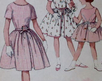 """Vintage  1960s Simplicity  """"Simple to Make"""" Child's and Girls' One-Piece Party Dress Size 6"""