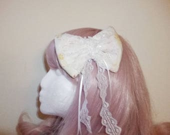 Large Spring bow hair clip