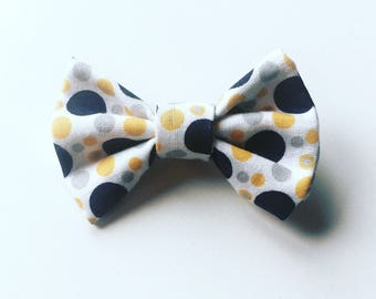 Hair bow in white cotton with yellow and blue polka dots