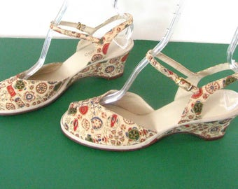 1950s Cobbies/Red Cross Peep Toe  Abstract Fabric Sandal.  ....Unworn......  size 9 1/2 M