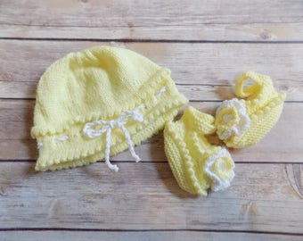 Newborn Hat and Booties Set, Knit Baby Hat, Knit Baby Booties, Mary Jane Baby Shoes, Yellow Baby Hat, Baby Girl Gift Set, Newborn,0-3 Months
