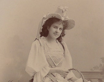 Flora Macdonald, Opera singer, D'Oyly Carte Company, cabinet card, antique.  In costume. Warwick Brookes, Manchester. 1896-1900.
