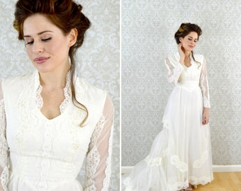 Vintage 1950's White Lace Victorian Style Prairie Wedding Dress - Long Sleeve Organza Lace Wedding Gown With Tiered Train - Size Small