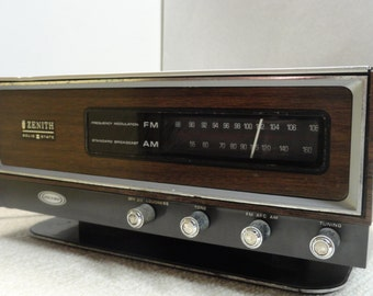 Zenith Solid State Circle of Sound AM FM Radio from the 1970's