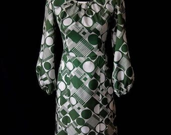 Vintage Ladies 1960s Green & White Patterned Puff Sleeved Box Pleated Dress