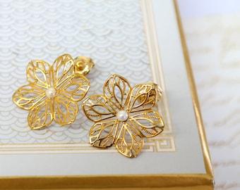 Gold Flower Stud Pearl Earrings, Edwardian Wedding Jewelry ,Lace Pearl Earrings, Bridesmaid  Earrings, Gold Filigree Flower Stud Earrings