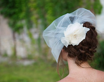 Ivory Flower Fascinator, Silk Petals and Birdcage Veil in Tulle - Removable Veil, Bridal Flower Clip - Duo - FA186