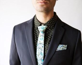 Grün Freiheit von London Krawatte, grün Herren Krawatte, floral Krawatte, Moosgrün Krawatte, grüne schmaler Krawatte, grüne Blumen Krawatte blau floral Krawatte, eloise