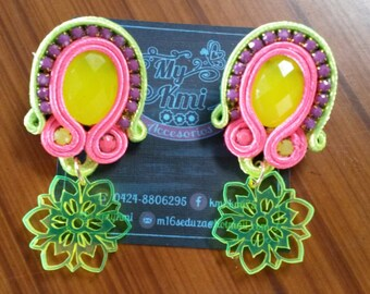 Earrings with acrylic pendant in neon colors
