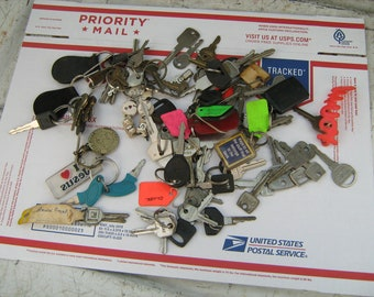 Mixed lot of 85 assorted keys some key rings most are car keys.