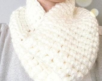 Chunky knit ivory cowl