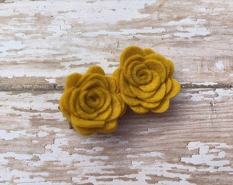 Mustard yellow felt flower hair clip- felt flower clip, yellow flowers, small flowers, baby flowers, hair clip, baby bows, toddler hair bows