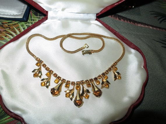 Wonderful vintage goldtone topaz amber glass necklace