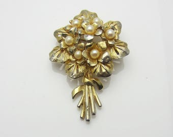 Vintage Costume Jewellery Violets Design Imitation Pearl Brooch Pin Textured Gold Tone Metal Unsigned Boucher 1960s Floral Flowers