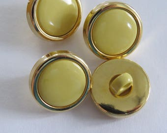 Button * vintage round yellow and gold