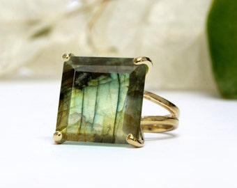 MOTHER'S DAY SALE - Labradorite ring,gold gemstone ring,square ring,cocktail ring,statement ring,double band rings,prong rings