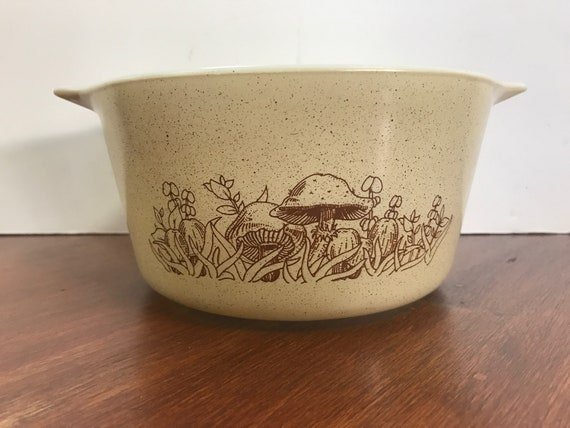 Pyrex Forest Fancies casserole 1 qt