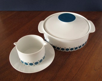 Thomas Rosenthal soup terrine or casserole with lid with sauciere, Medaillon by Richard Scharrer in Smaragd decor by Tapio Wirkkala, 1962