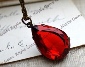 Rote Romantik - antiken Stil Tear Drop Rubin Siam Juwel Halskette in Messing Antik Finish