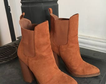 brown/tan suede boots sz6