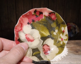 Vintage Plastic Floral Design Coasters/Scalloped Coaster Set of 4