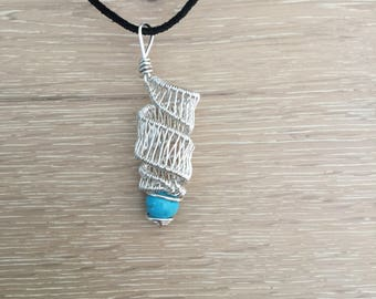 Spiral wire wrap penant