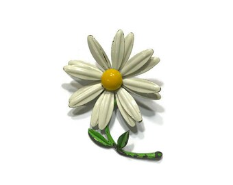 White Enamel Daisy Brooch, 1960s Enamel Flower Brooch, Mod Flower Pin, Flower Power Brooch, Costume Jewelry