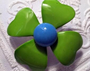 Mod Vintage 60's Green Enamel Flower Pin - Groovy!