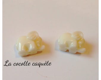2 beads elephant with white synthetic coral 15 x 11 mm