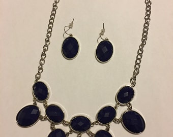 Navy and silver necklace set   I38