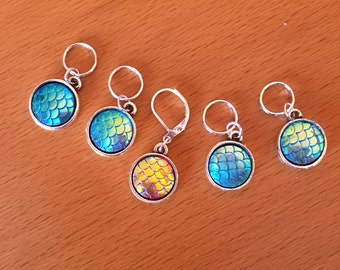 Iridescent mermaid/ fish / dragon scale Stitch Markers for knitting or crochet - Set of 5 - charms