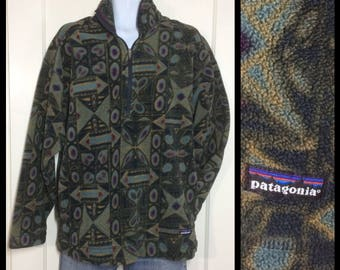 Vintage Patagonia fleece half zip pullover jacket shirt size XL olive green printed patterned tribal hearts stars arrows made in USA