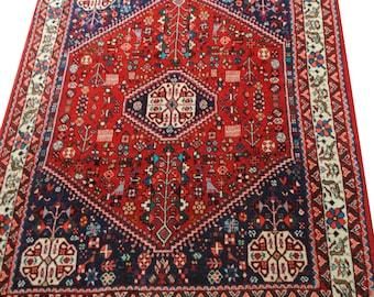 Magnifique tapis persan authentique fait mains taille 150cmx107cm.