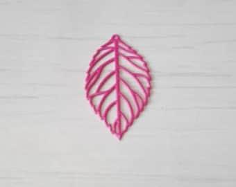 Filigree connected pink leaf print