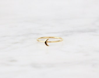 Tiny Crescent Moon Ring - 4007