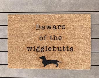door mat-dachshund- dachshund gift-dog door mat- welcome mat- wiener dog-dogs-custome door mat-Beware of the wigglebutts-dogs live here-doxi