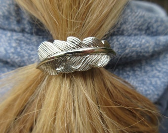 Simple Leaf Ponytail Holder simple Boho chic Accessory minimal Hair Jewels Metal leaves elastic Ponytail Wrap Bohemian Hair Tie Gift for her