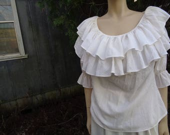 Vintage 70s 80s Lerner Woman pirate wench White Off shoulder blouse/long white lace trim pirate skirt by Jeansvintagecloset on Etsy